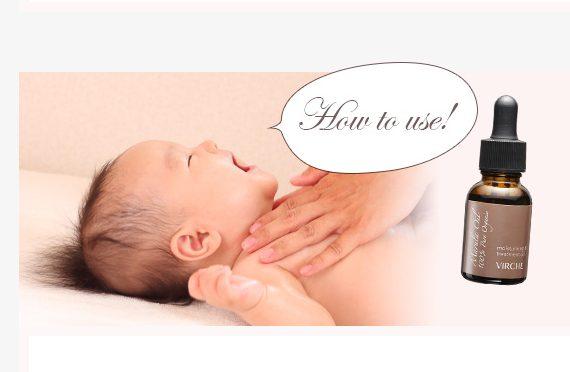 ヴァーチェのマルラオイルを体に塗ってもらって気持ちよさそうに笑う赤ちゃん