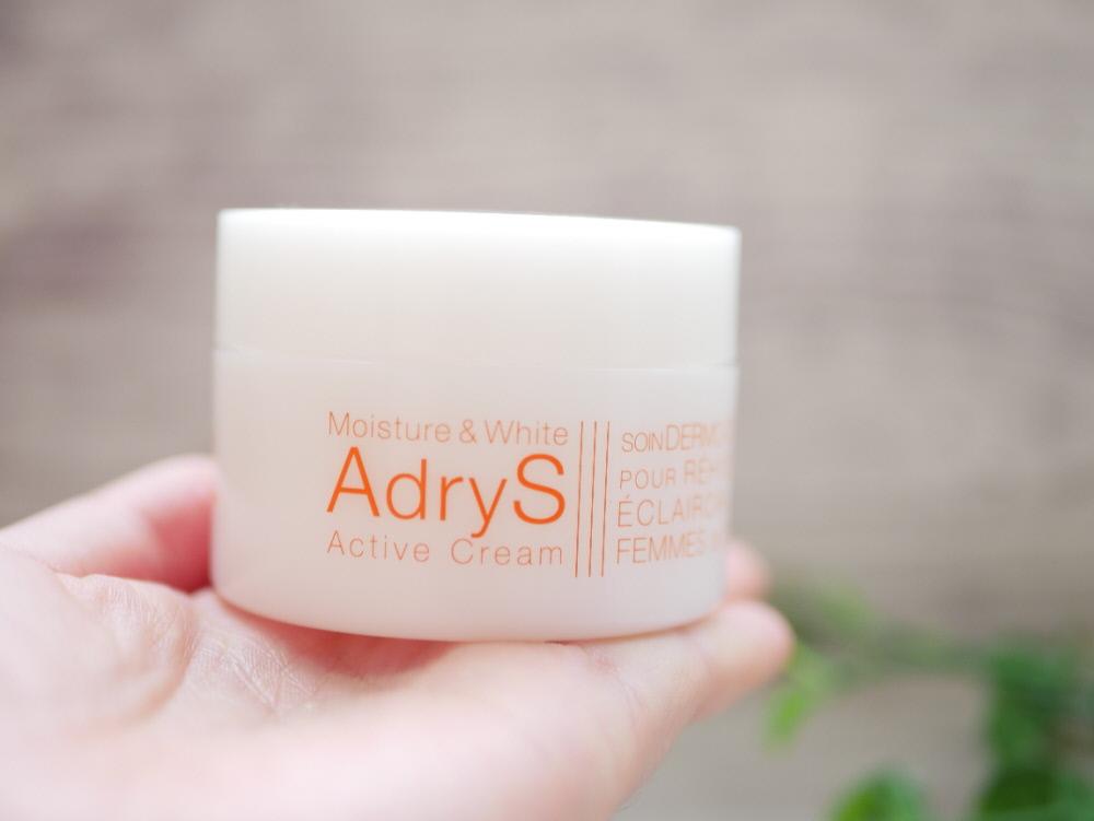 大正製薬「アドライズ(AdryS)」のアクティブクリームの白い容器